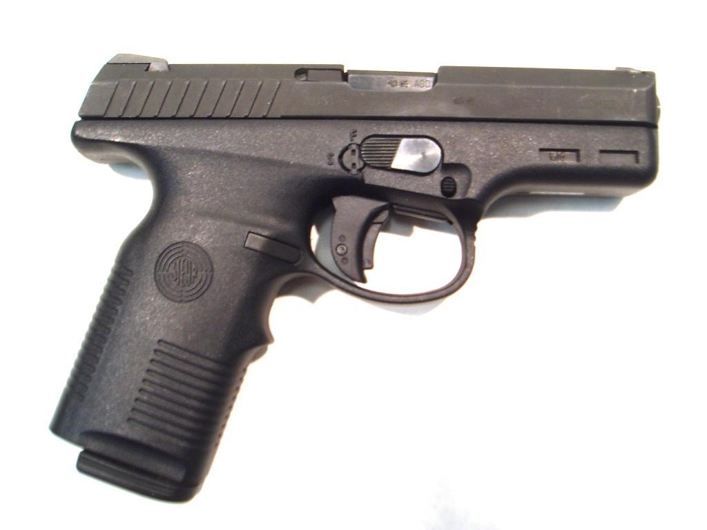 Pistola STEYR, modelo M9, calibre 9 Pb. nº 005366 -0
