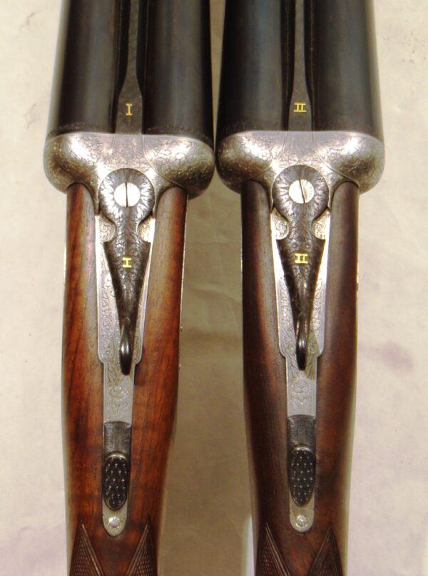 Pareja escopetas I. UGARTECHEA, modelo 1042U, calibre 12, nº 49728 y 49729 -732