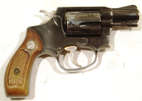Revolver SMITH & WESSON, modelo 36, calibre .38 Sp., nº J977003-0
