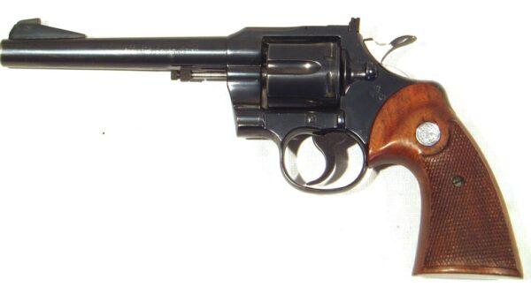 Revolver COLT, modelo OFFICER MODEL MATCH, calibre 22 lr., nº 87.525-2433