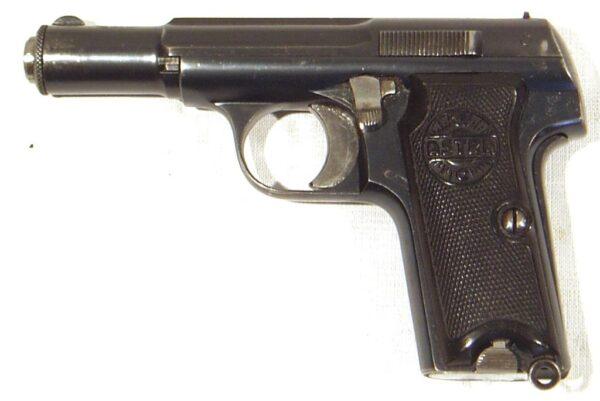 Pistola ASTRA, modelo 300, calibre 9 c., nº 372.763-2441