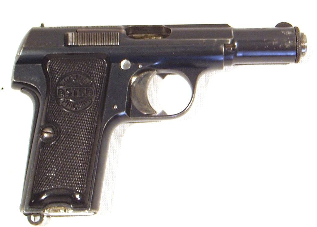 Pistola ASTRA, modelo 300, calibre 9 c., nº 372.763-0