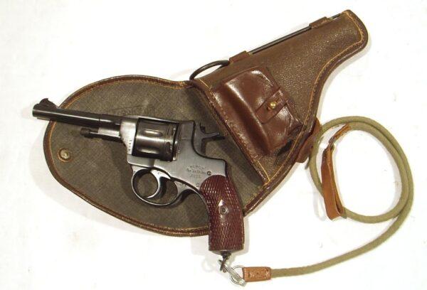 Revolver NAGANT, modelo 1922, calibre 7,62 Nagant, nº G041-2477