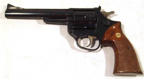 Revolver ASTRA, modelo A357, calibre 357 Mg., nº R235564-2475