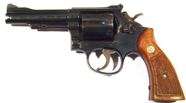 Revolver SMITH&WESSON, modelo 15-4, calibre 38Sp, nº 99K5439-2544