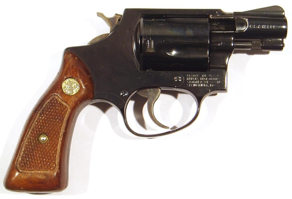 Revolver SMITH & WESSON, modelo 36, calibre 38SP, nº J673649-0