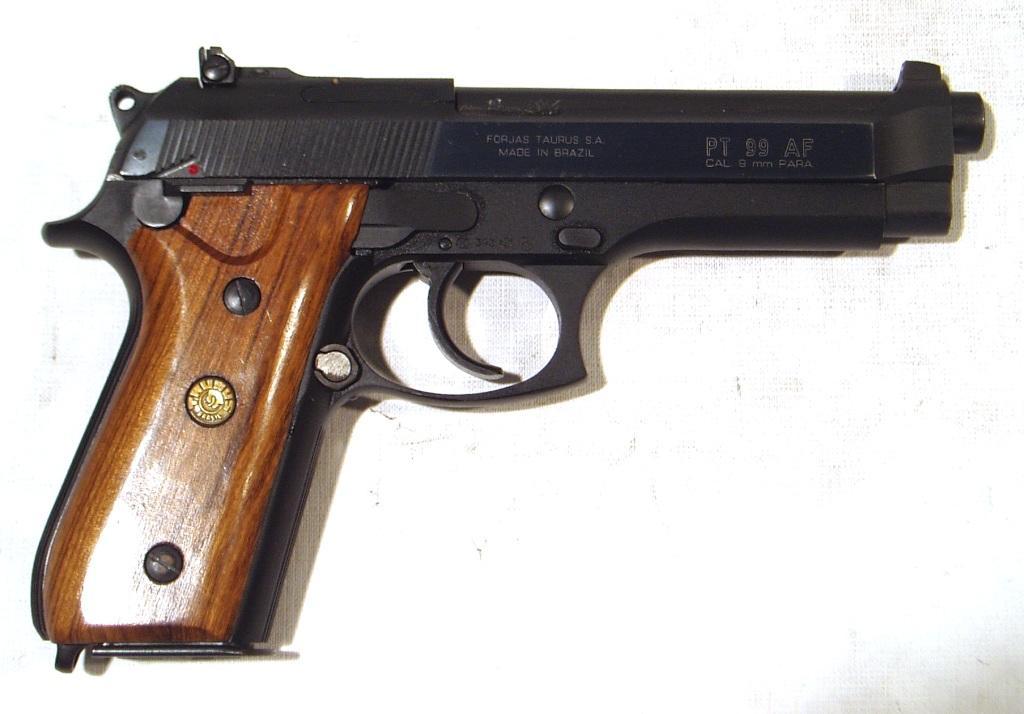 Pistola TAURUS, modelo PT99AF, calibre 9 Pb., nº TLK87458D-0
