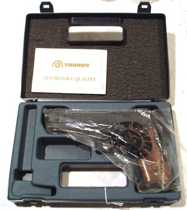 Pistola TAURUS, modelo PT99AF, calibre 9 Pb., nº TLK87458D-2940