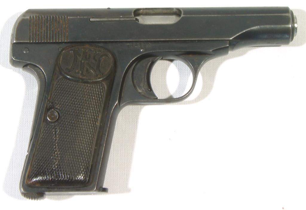 Pistola BROWNING, modelo 1910, calibre 9 corto, nº 156392-0