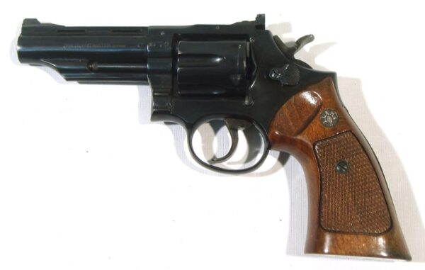 Revolver LLAMA, modelo COMANCHE, calibre 38 Sp., nº 849287-3233