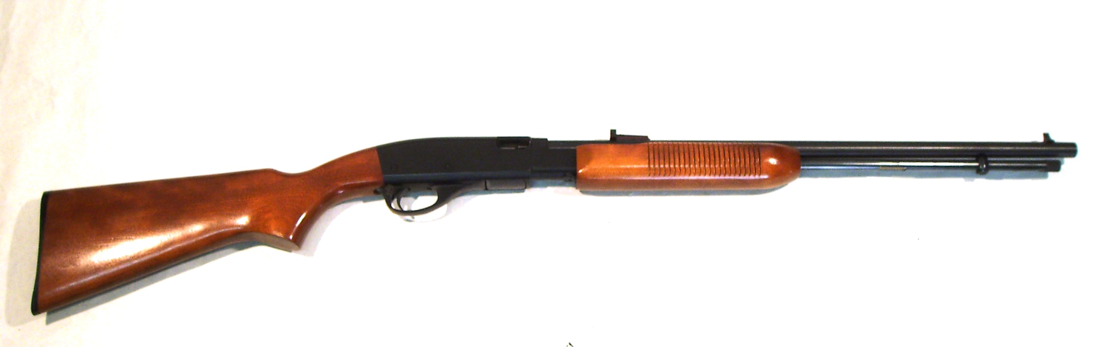 Carabina REMINGTON, modelo 572 FIELD MASTER, calibre 22 S.L.LR., nº A1436215-0